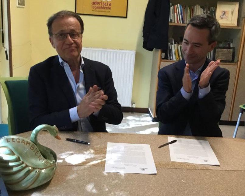 IL presidente Costa e Ciafani firmano il Progetto Clean up the air diGomitolorosa e Legambiente